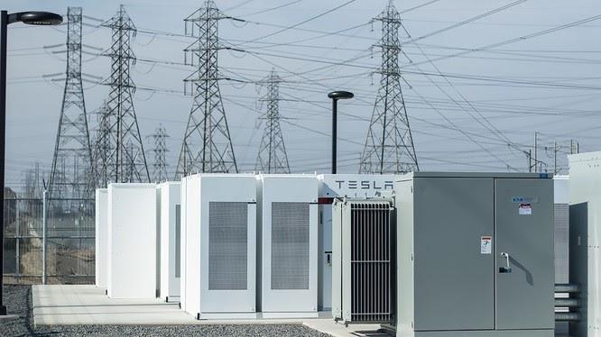 Hãng Tesla lắp trạm ắc quy lớn nhất thế giới tại Australia